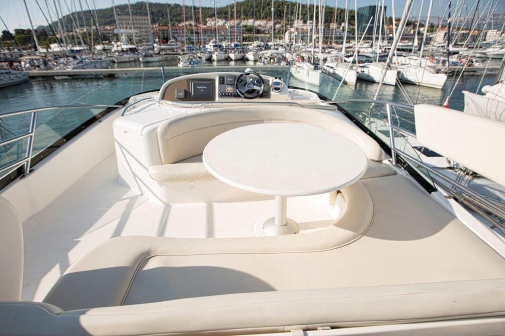 Jeanneau Prestige 46 Fly > motor yacht for sale in Italy